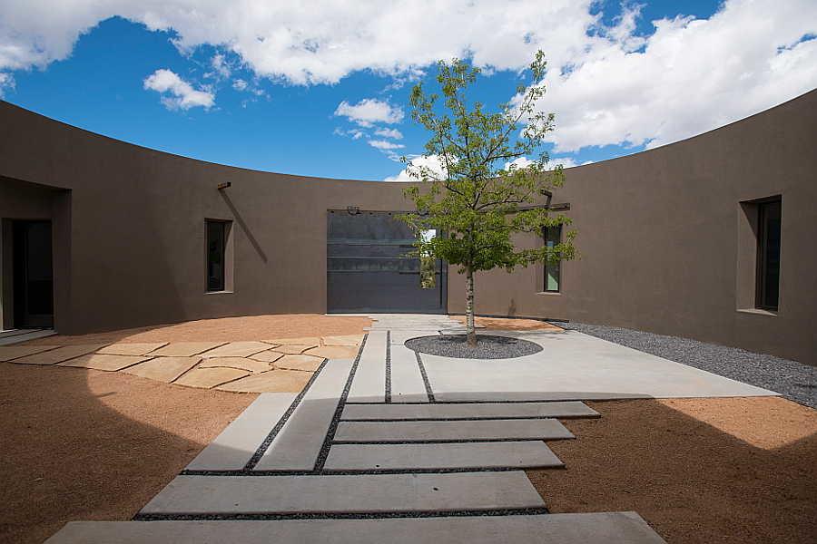 01 Kiva House                           courtyard 1