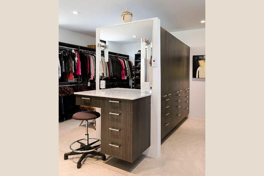 05 Galleria Home master closet 1