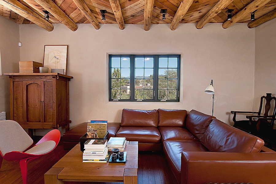 08 Renaissance                           Remodel living room 1
