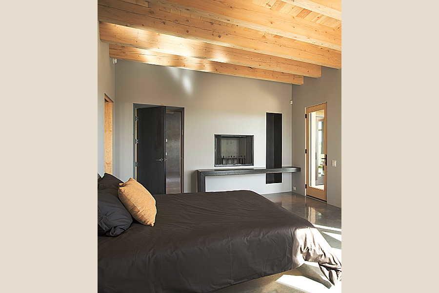 16 Kiva House                           master bedroom 1