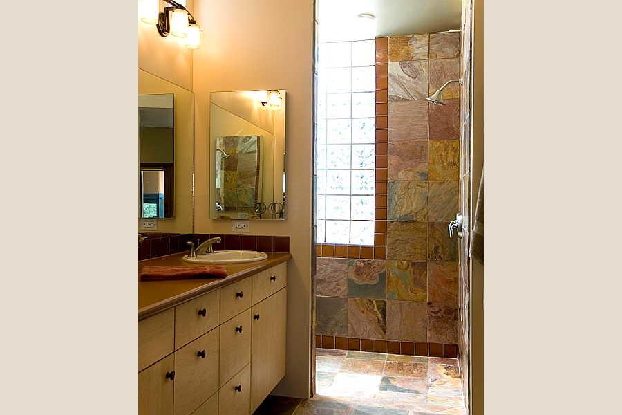 06RM Gold Mine Residence master bath 1