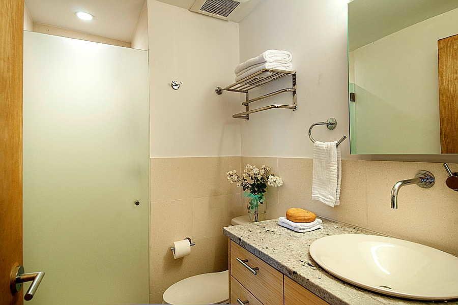 12 San Acacio                           Remodel bath 1
