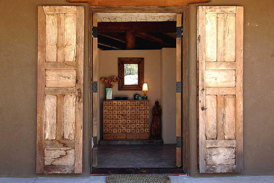 02RM Madera Anciana Home front door 1