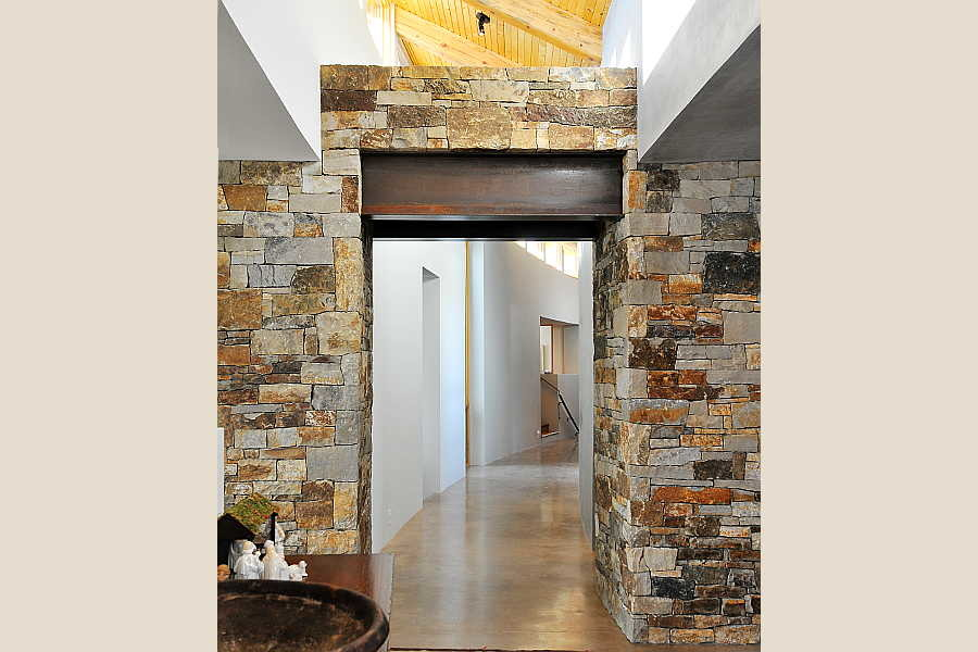 20 Stone and Steel                           House hallway 2