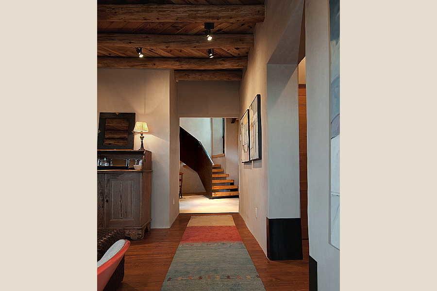 20 Renaissance                           Remodel corridor 1