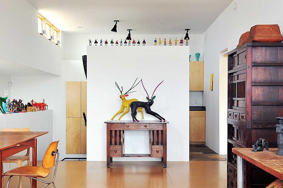 05CU Platinum Cantilever Home living room 1