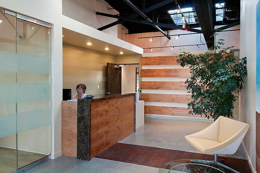 06RR Luna office interior 1