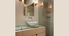 05RR Tesuque Casita bath 1