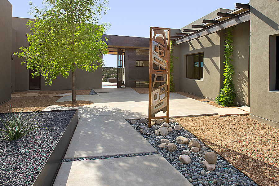02 Pasillo Jemez House courtyard