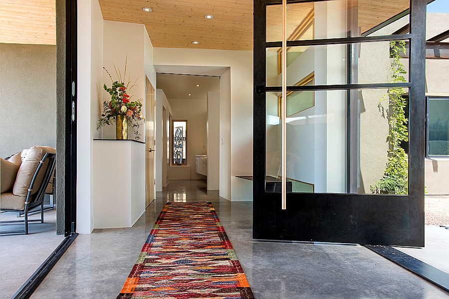 03 Pasillo Jemez House hallway 1