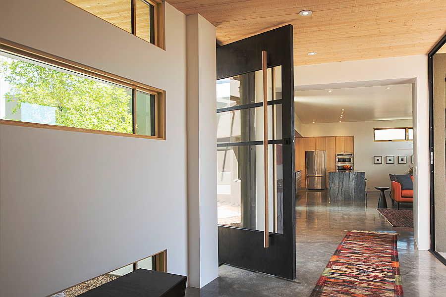 05 Pasillo Jemez House hallway 2
