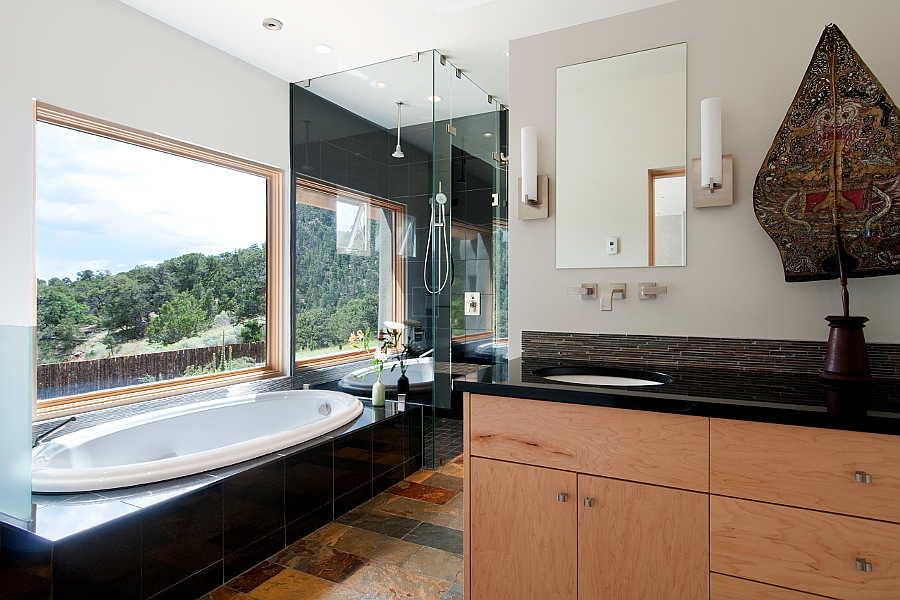 07RM Net-Zero House bath 1