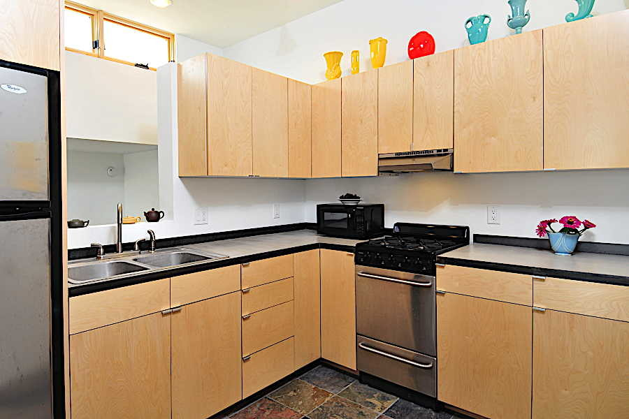 10RM Platinum Cantilever Home kitchen 1